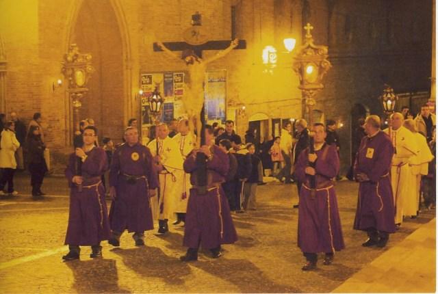 Ad Ostra una grandiosa processione del Cristo Morto