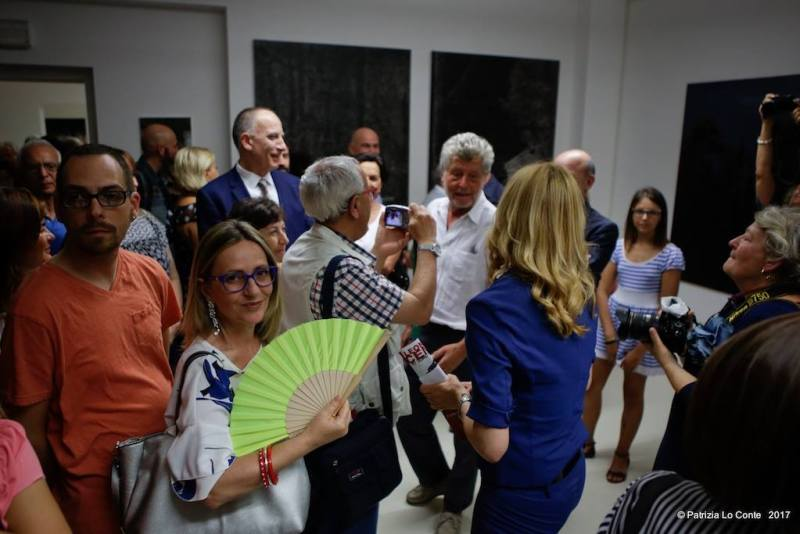 """Inaugurata con successo di pubblico a Trecastelli la mostra di Leonardo Cemak """"Io sono mia madre"""""""