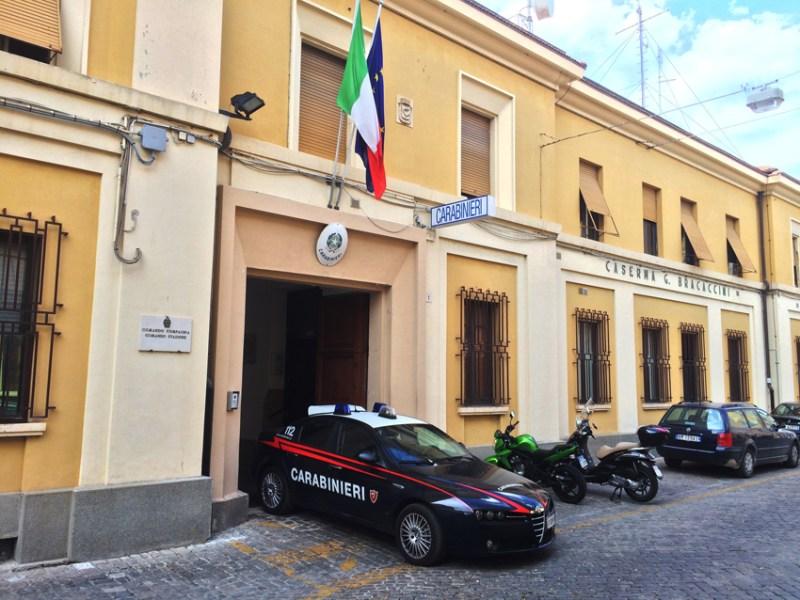Rubano sotto l'ombrellone: due venditori di granite denunciati a Senigallia dai carabinieri