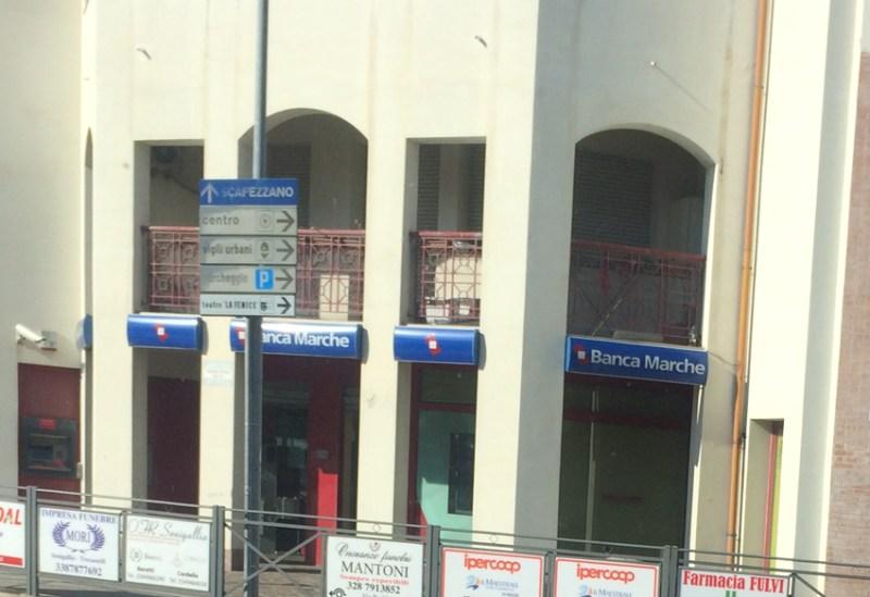 Per Banca Adriatica (ex Banca delle Marche) filiali chiuse e sportelli ridimensionati in molte città