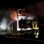 Pullman in fiamme sotto una galleria, tanta paura per un gruppo di studenti dell'Ipsia di Senigallia in gita scolastica