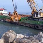 Dopo dieci anni si rafforzano le scogliere poste a protezione della spiaggia e del lungomare di Marotta