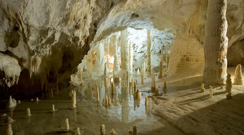 Anche Ginevra Nuti omaggia le Grotte di Frasassi con un post che spopola su Instagram