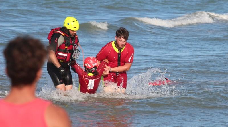 """""""Papà ti salvo io"""", a Senigallia simulazioni di salvataggio nella giornata della sicurezza in mare"""