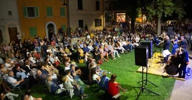 Tanti apprezzamenti a Trecastelli per il concerto di UmbriaEnsemble & Federico Mondelci
