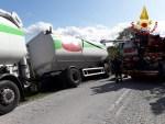 Autoarticolato finisce fuori strada a Montecarotto, recuperato dai vigili del fuoco