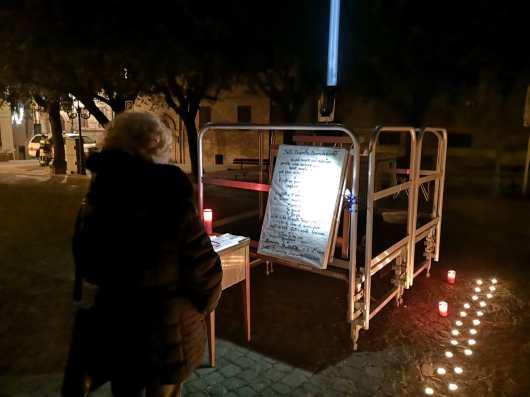 CORINALDO piazza il terreno ricordo vittime lanterna azzurra2019-12-07 (1)