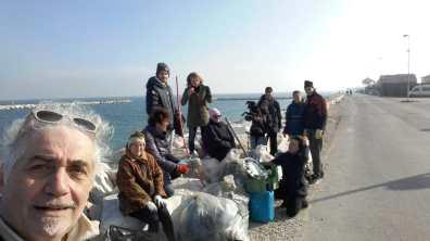 FANO puliamo fano raccolta rifiuti spiaggia2019-12-08 (3)