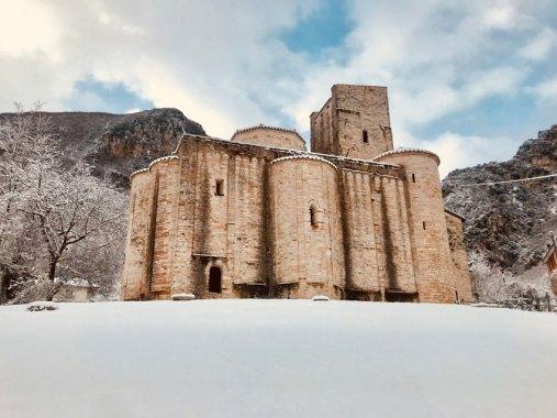 GENGA-Abbazia-di-San-Vittore-con-neve
