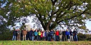 Il gruppo dei corsisti davanti alla Quercia da salvare nel Comune di Tre Castelli (An) (2)