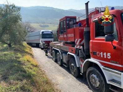 POGGIO SAN MARCELLO recupero camion vdf2020-01-22 (1)