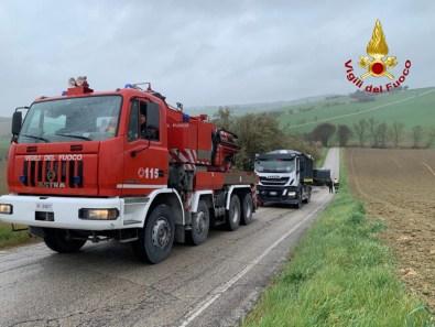 BELVEDERE OSTRENSE autotreno recupeato vigili del fuoco vdf2020-03-26 (1)