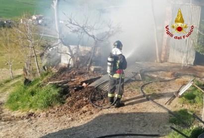 ARCEVIA incendio capanno agricolo magnadorsa vdf2020-04-05 (1)