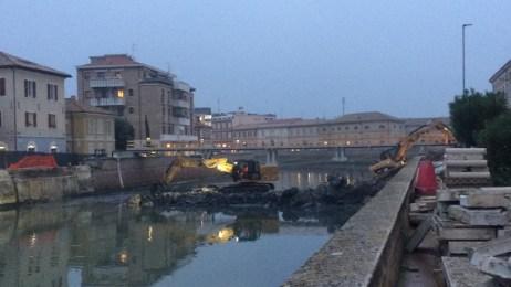 SENIGALLIA demolito ponte 2 giugno recupero detriti MfP2020-11-14 (7)