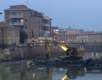SENIGALLIA demolito ponte 2 giugno recupero detriti MfP2020-11-14 (9)