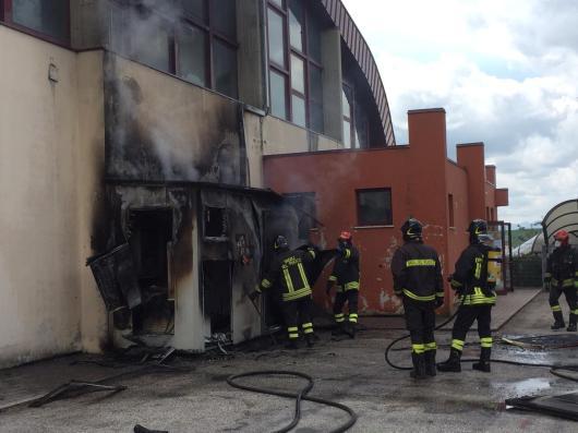 CORINALDO incendio esterno cabina palestra2021-04-15 (20)