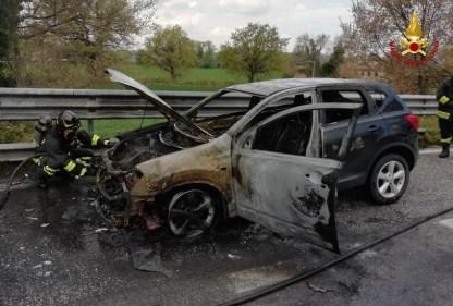 JESI incendio auto2021-04-18 (1)