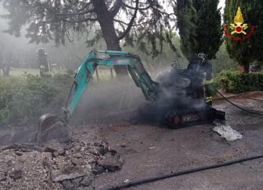 JESI incendio escavatore2021-07-13 (2)