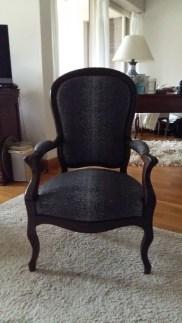 Réfection d'un fauteuil de style Louis Philippe, tissu Galuchat noir de chez Houles