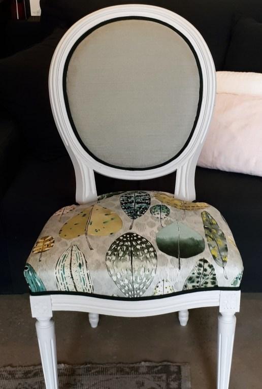 Chaise médaillon style Louis XVI, tissu Designers guild