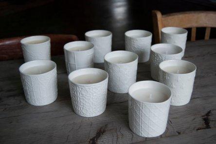 Bougie en pot de porcelaine