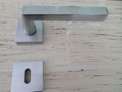 Maniglie-per-porte-interne-moderna-Cuba-Mariva-cromo-satinato Super Sconto