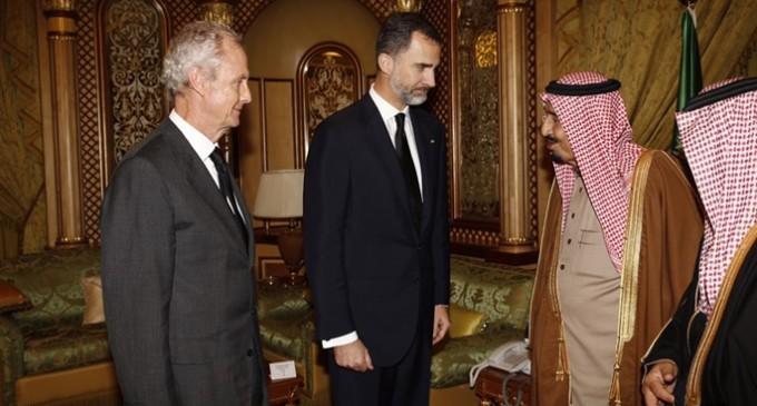 Felipe VI visita Arabia Saudí para vender armas que se utilizaran para atacar otras naciones