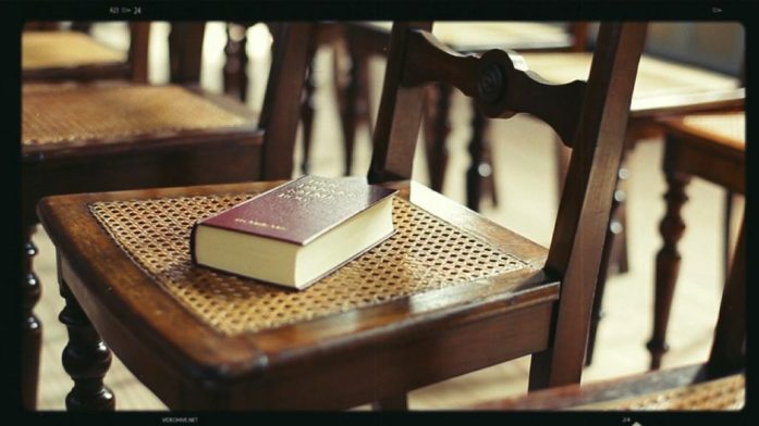 bible-chaise-eglise