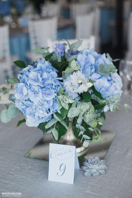 composition florale centre de table mariage bleu