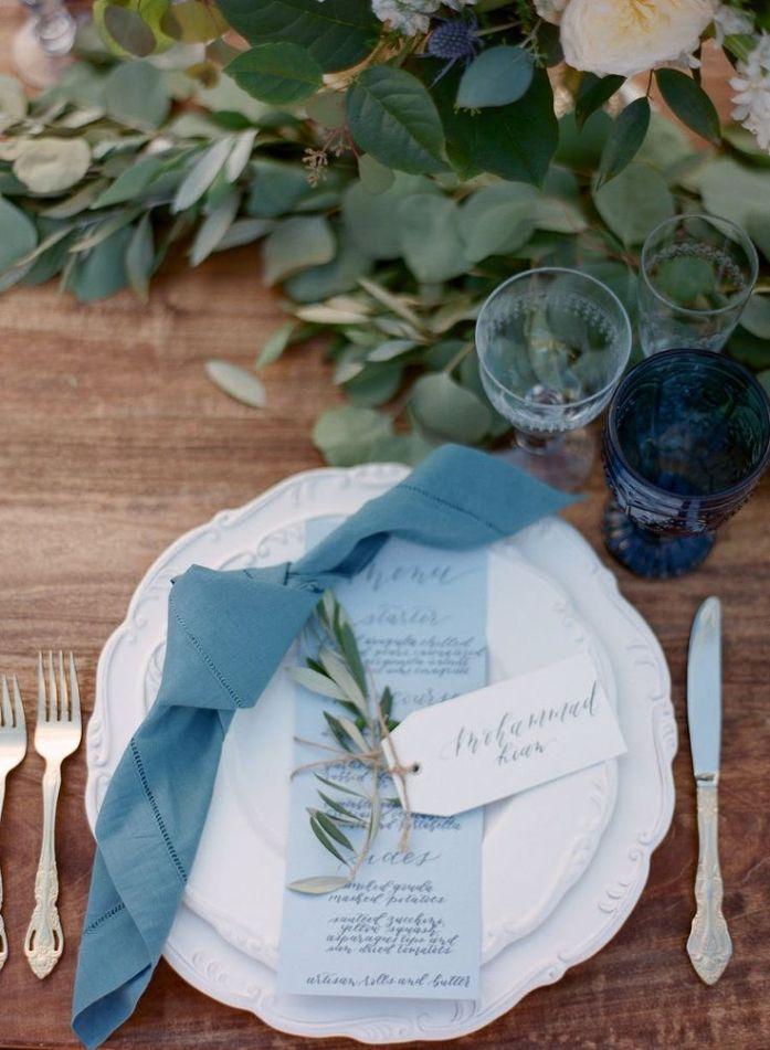Menu et serviettes pour un mariage bleu