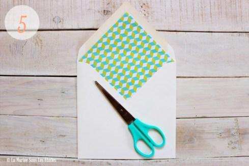 DIY : Comment créer une enveloppe personnalisée   Atelier Do It Yourself   Etape 2 : Découpage & Collage   Blog Mariage   La Mariée Sous Les Etoiles