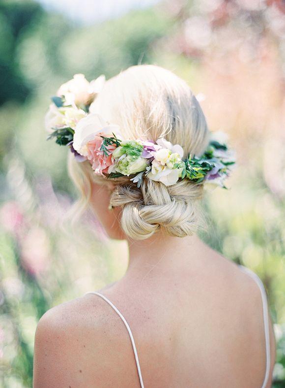 Couronne de fleurs Mariage _ Photography Élan Klein via Magnolia Rouge