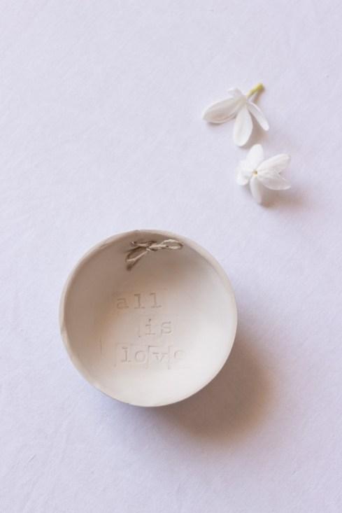 Porte-alliance en argile All Is Love_Make My Wed_Wedding-Event-Design (10)