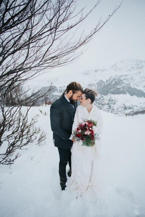 Let_In_Love_Shooting_dinspiration_hivernal_dans_les_montagnes_Gourette_Elopement_Caroline_Happy_Pics (17)