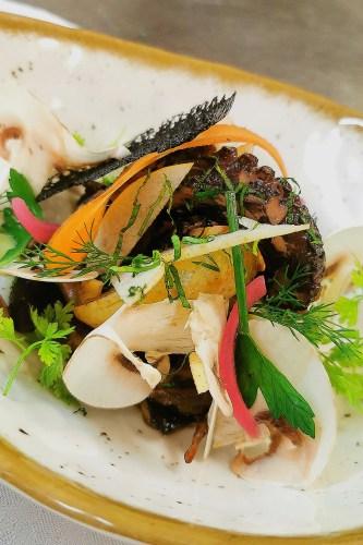 plat poulpe poché au court bouillon aux parfums d'Asie proposé par le Restaurant La Marmite du Pêcheur
