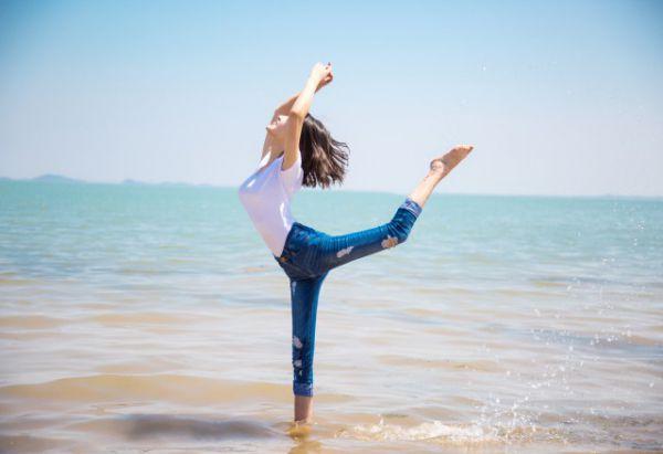 瘦肚子的運動方法圖解 輕松四招鍛煉措施幫你減去肥肉 - 局部減肥 - 辣媽女性網