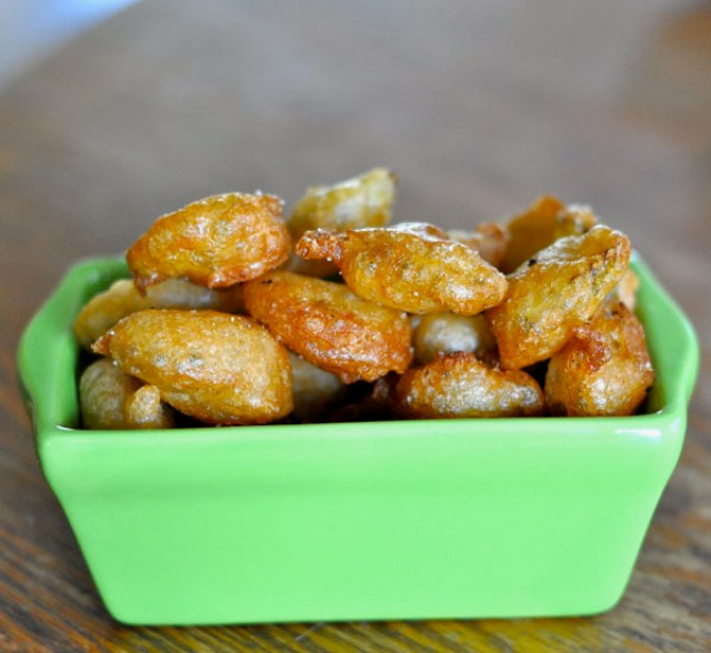 Easy recipe for 10 Minute, 5 Ingredient Fried Pickles...beer-battered chips that are absolutely delicious!