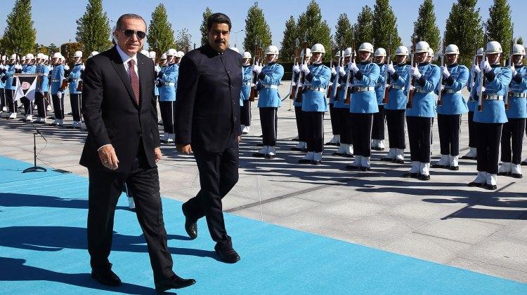 Nicolas Maduro fue recibido por Recep Tayyip Erdogan en Ankara, en octubre de 2017 (AP)