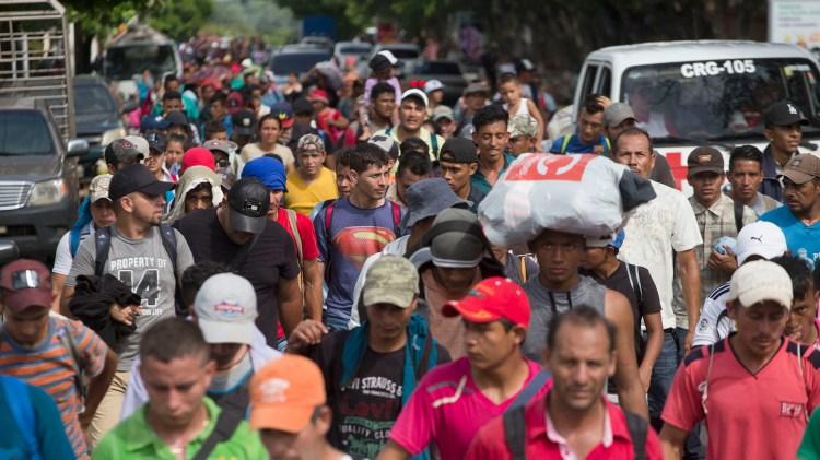 Miles migrantes hondureños regresaron a su país luego de unirse a la caravana que intentaba llegar a EEUU(AP Photo/Moises Castillo)