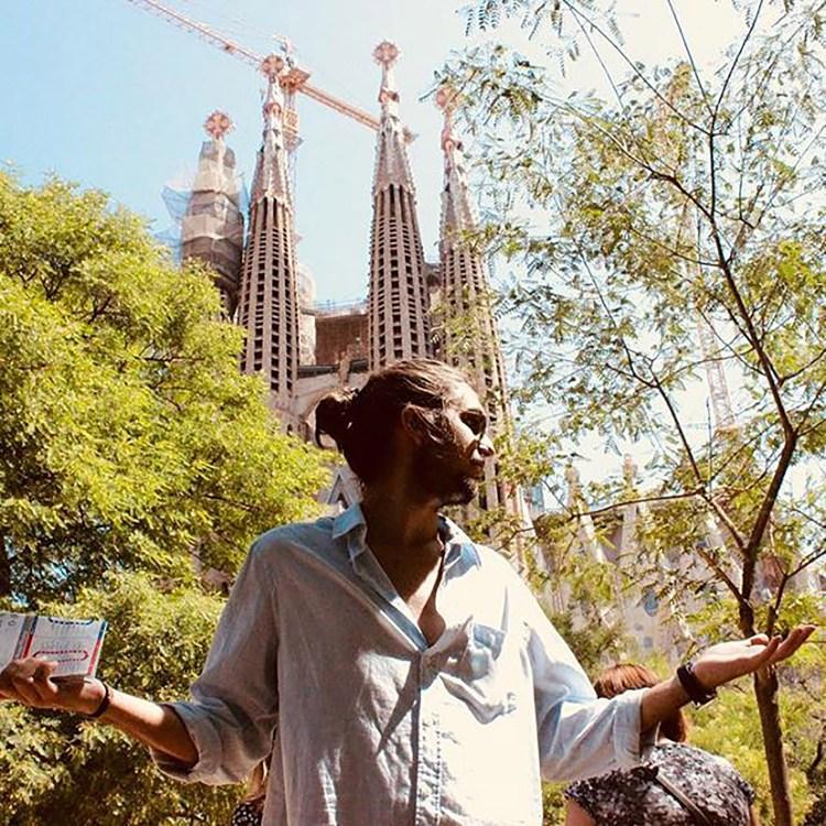 Tony Castro frente a la Sagrada Familia