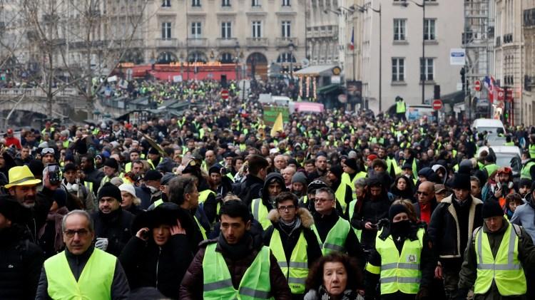 Los chalecos amarillos volvieron a salir a las calles (Reuters)