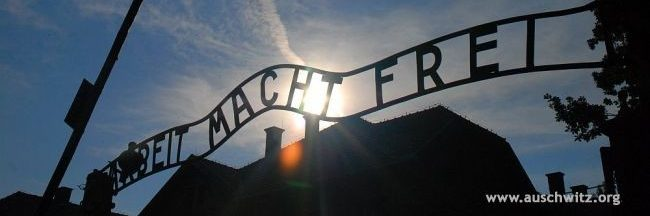 Insegna del campo di Auschwitz1