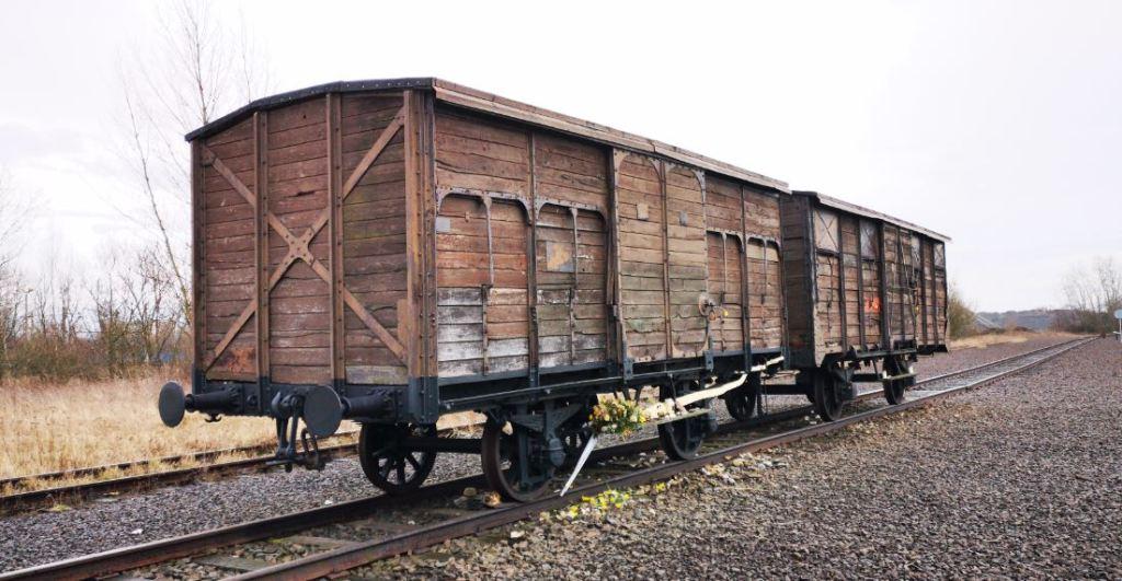 Vagoni ferroviari visibili presso la Judenrampe