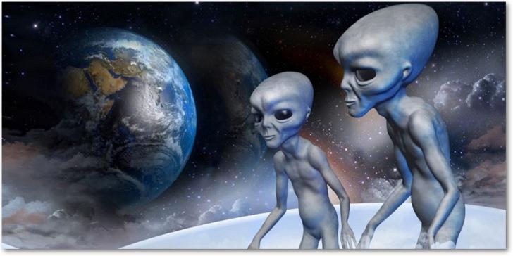 aliens mirando