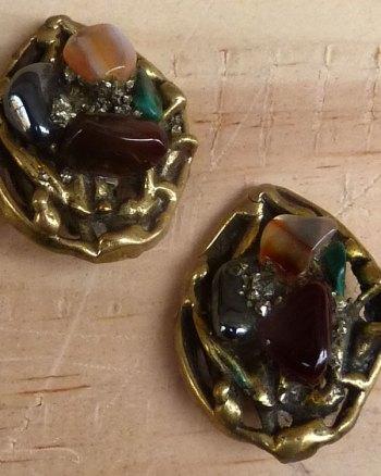 Pendientes Hippy de piedras semi-preciosas y latón