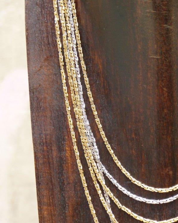 Collar Trifari de cadenas doradas y plateadas