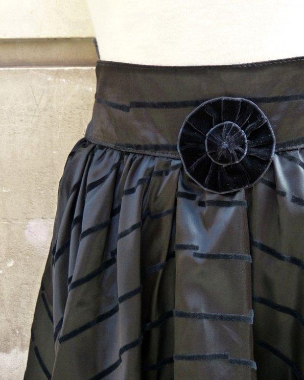 Falda negra de volantes y encaje 80's