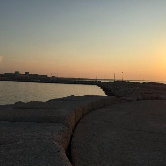 Trani, passeggiata al tramonto