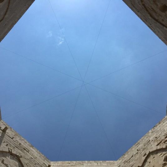 Castel Del Monte, l'ottagono del cortile interno