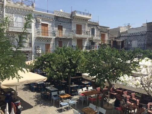 Chios, Pyrgi, la piazza